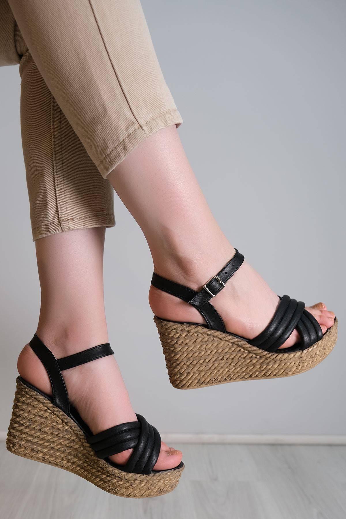 Kalın Taban Topuklu Ayakkabı Siyah - 6104.264.